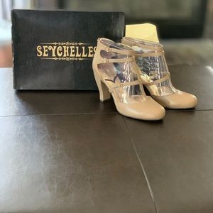 Seychelles size 11 taupe leather t-strap heels NEW